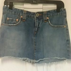 Levi frayed jean skirt Like NEW